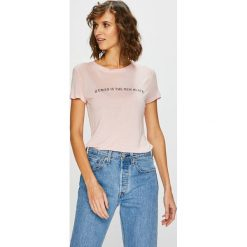 Guess Jeans - Top. Szare topy damskie Guess Jeans, l, z aplikacjami, z dzianiny, z okrągłym kołnierzem. Za 169,90 zł.