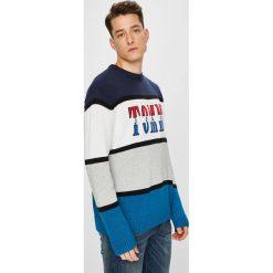 Tommy Jeans - Sweter. Szare swetry klasyczne męskie Tommy Jeans, l, z bawełny, z okrągłym kołnierzem. W wyprzedaży za 399,90 zł.