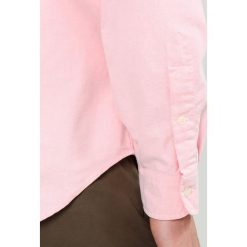 Polo Ralph Lauren SLIM FIT Koszula pink. Szare koszule męskie slim marki Polo Ralph Lauren, l, z bawełny, button down, z długim rękawem. Za 439,00 zł.