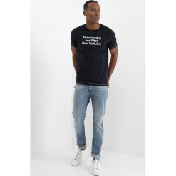 T-shirty męskie z nadrukiem: Abercrombie & Fitch COLOR ON COLOR PRINT LOGO TEE Tshirt z nadrukiem navy
