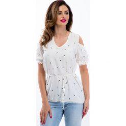 Kremowa bluzka we wzory z odkrytymi ramionami 21493. Białe bluzki na imprezę Fasardi, l. Za 59,00 zł.