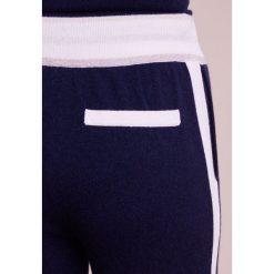 FTC Cashmere Spodnie treningowe nautica. Niebieskie spodnie sportowe damskie FTC Cashmere, m, z kaszmiru. W wyprzedaży za 881,40 zł.