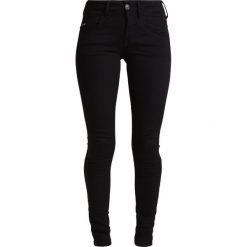 GStar LYNN MID SUPER SKINNY  Jeans Skinny Fit yield black ultimate stretch denim. Czarne rurki damskie marki G-Star, z bawełny. Za 469,00 zł.
