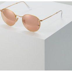 RayBan ROUND METAL Okulary przeciwsłoneczne brown/pink. Czerwone okulary przeciwsłoneczne damskie marki Boss, z tworzywa sztucznego. Za 679,00 zł.
