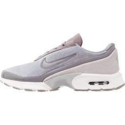 Trampki damskie slip on: Nike Sportswear AIR MAX JEWELL LX Tenisówki i Trampki gunsmoke/atmosphere grey