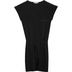 Sukienka kaszmirowa w kolorze czarnym. Czarne sukienki na komunię marki Ateliers de la Maille, na imprezę, z kaszmiru, midi, proste. W wyprzedaży za 454,95 zł.