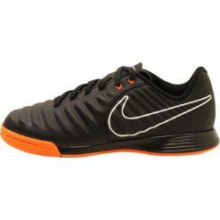 Nike Performance LEGENDX 7 ACADEMY IC Halówki black/total orange/white. Czarne buty sportowe chłopięce Nike Performance, z materiału, do piłki nożnej. W wyprzedaży za 197,10 zł.