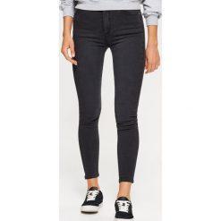 Jeansy HIGH WAIST - Szary. Szare spodnie z wysokim stanem marki Cropp, z jeansu. Za 89,99 zł.