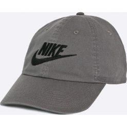 Nike Sportswear - Czapka. Szare czapki z daszkiem męskie Nike Sportswear, z bawełny. W wyprzedaży za 59,90 zł.