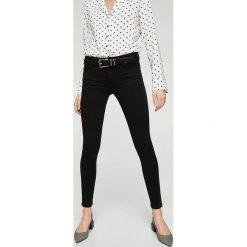 Mango - Jeansy Elektra. Czarne jeansy damskie marki Mango, z aplikacjami, z bawełny. W wyprzedaży za 90,93 zł.