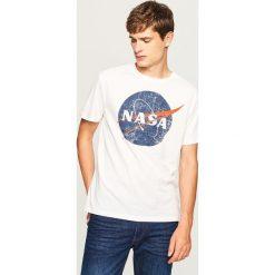 T-shirty męskie: T-shirt z nadrukiem nasa - Kremowy