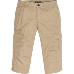 Spodnie bojówki 3/4 Loose Fit bonprix piaskowy. Brązowe bojówki męskie bonprix. Za 99,99 zł.