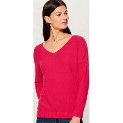 Sweter z dekoltem w szpic - Pomarańczo. Czerwone swetry klasyczne damskie Mohito, l. Za 89,99 zł.