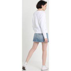 Tommy Jeans SKIRT Spódnica jeansowa blue denim. Niebieskie spódniczki jeansowe marki Tommy Jeans. Za 399,00 zł.