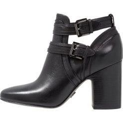 MICHAEL Michael Kors BLAZE Ankle boot black. Czarne botki damskie skórzane marki MICHAEL Michael Kors, przed kolano, na wysokim obcasie. Za 949,00 zł.