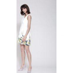 Sukienki: Biało-Żółta Sukienka Cascade