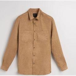 Koszula z imitacji zamszu regular fit - Brązowy. Brązowe koszule męskie marki FORCLAZ, m, z materiału, z długim rękawem. Za 139,99 zł.