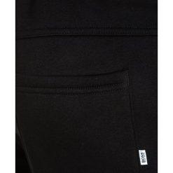 BOSS Kidswear Spodnie treningowe schwarz. Niebieskie spodnie chłopięce marki BOSS Kidswear, z bawełny. W wyprzedaży za 215,20 zł.