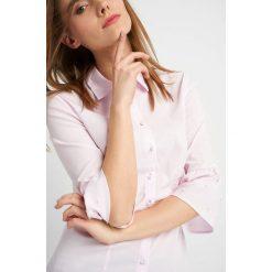 Odzież damska: Koszula z falbanką i perełkami