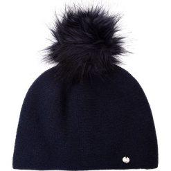Granatowa gładka czapka z pomponem QUIOSQUE. Niebieskie czapki zimowe damskie QUIOSQUE, z dzianiny. Za 99,99 zł.