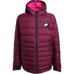Nike Performance Kurtka puchowa bordeaux/lethal pink/white. Czerwone kurtki dziewczęce marki Reserved, z kapturem. W wyprzedaży za 293,40 zł.