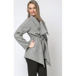 Płaszcze damskie pastelowe: Płaszcz krótki z paskiem wiązany jasnoszary