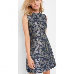 Żakardowa sukienka w kwiaty. Niebieskie sukienki na komunię marki Orsay, na co dzień, w kwiaty, z elastanu, z golfem. W wyprzedaży za 95,00 zł.