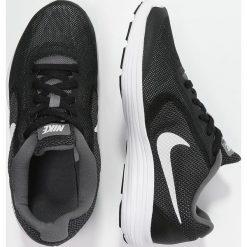 Nike Performance REVOLUTION 3  Obuwie do biegania treningowe dark grey/white/black/wolf grey. Szare buty sportowe chłopięce Nike Performance, z materiału. Za 189,00 zł.