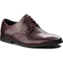 Półbuty CLARKS - Bampton Cap 261354037 Burgundy Leather. Czerwone derby męskie Clarks, z materiału. Za 319,00 zł.