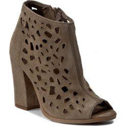 Botki CARINII - B3976   I94-000-000-C36. Brązowe buty zimowe damskie Carinii, ze skóry. W wyprzedaży za 259,00 zł.