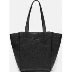 Czarna torebka damska. Czarne torebki klasyczne damskie Kazar, ze skóry, duże, z tłoczeniem. Za 749,00 zł.