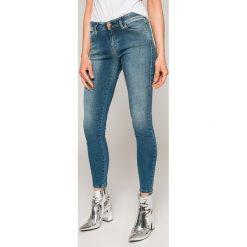 Diesel - Jeansy Slandy. Niebieskie jeansy damskie rurki Diesel, z bawełny. W wyprzedaży za 449,90 zł.
