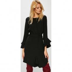 Silvian Heach - Sukienka. Czarne długie sukienki marki bonprix, z szyfonu, wizytowe, z długim rękawem, rozkloszowane. Za 549,90 zł.