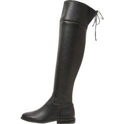MICHAEL Michael Kors JAMIE FLAT Muszkieterki black. Czarne kozaki damskie skórzane marki MICHAEL Michael Kors, przed kolano, na wysokim obcasie. W wyprzedaży za 991,20 zł.