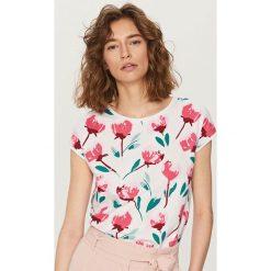 T-shirt we wzory - Biały. Białe t-shirty damskie Reserved, l. Za 59,99 zł.