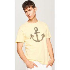 T-shirty męskie: T-shirt z marynistycznym motywem – Żółty