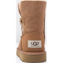 UGG BAILEY BUTTON Śniegowce chestnut. Brązowe buty zimowe damskie Ugg, z materiału. Za 629,00 zł.