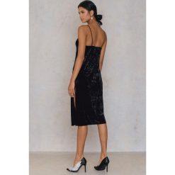 Sukienki hiszpanki: NA-KD Party Aksamitna sukienka z rozcięciami – Black