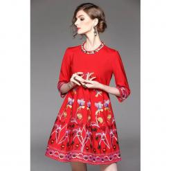 Sukienka w kolorze czerwonym. Czerwone sukienki mini marki Zeraco, z dekoltem na plecach. W wyprzedaży za 299,95 zł.