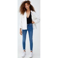 Jeansy comfy fit. Niebieskie jeansy damskie relaxed fit Pull&Bear. Za 79,90 zł.