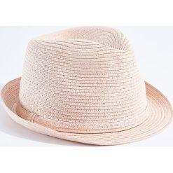 Kapelusze damskie: Lekki kapelusz z ozdobnym paskiem - Różowy