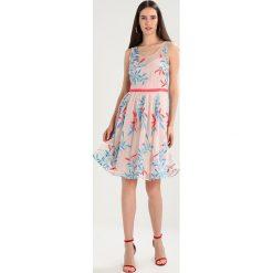 NAF NAF LACALE Sukienka koktajlowa multicolore. Szare sukienki koktajlowe marki NAF NAF, z materiału. W wyprzedaży za 399,20 zł.