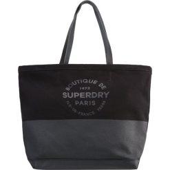 Superdry Torba na zakupy black. Czarne torebki klasyczne damskie Superdry. W wyprzedaży za 191,20 zł.