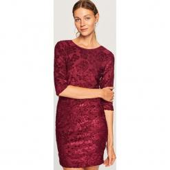 Dopasowana sukienka - Fioletowy. Fioletowe sukienki marki Reserved, l, dopasowane. Za 79,99 zł.