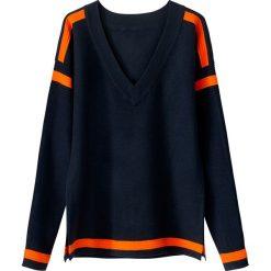 Swetry damskie: Sweter z dekoltem w serek, o drobnym splocie
