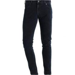 Wrangler LARSTON Jeansy Slim Fit ground ball. Szare jeansy męskie relaxed fit marki Wrangler, l, z poliesteru, z kapturem. Za 329,00 zł.