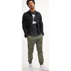 Spodnie męskie: Carhartt WIP MADISON TRABUCO Spodnie materiałowe rover green