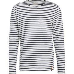 Swetry klasyczne męskie: Knowledge Cotton Apparel YARNDYED STRIPED  Sweter peacoat