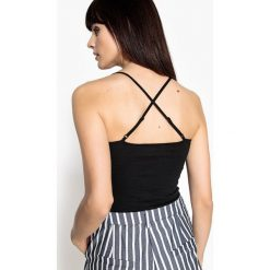 Bluzki damskie: Koszulka z ramiączkami skrzyżowanymi z tyłu