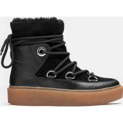 Czarne kozaki damskie. Czarne buty zimowe damskie marki Kazar, z futra, przed kolano, na wysokim obcasie, na koturnie. Za 649,00 zł.